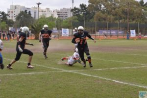 Maximiliano Casas como QB, probando alternativas para playoffs.